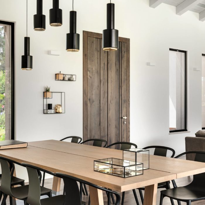 שולחן פינת אוכל מעוצב מעץ מלא בצבע חום