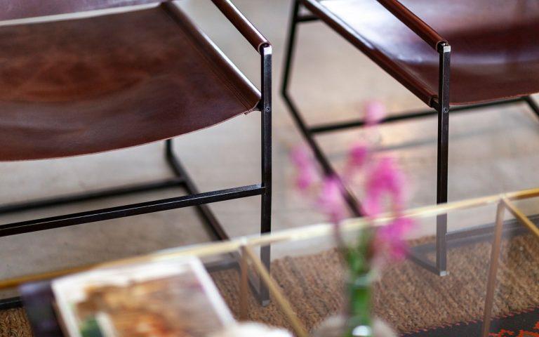 כסאות מעוצבים יוקרתיים בהתאמה אישית בצבע שחור