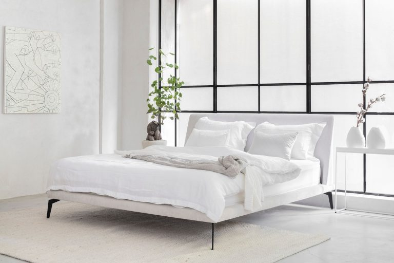 חדר שינה יוקרתי בהתאמה אישית בצבע לבן