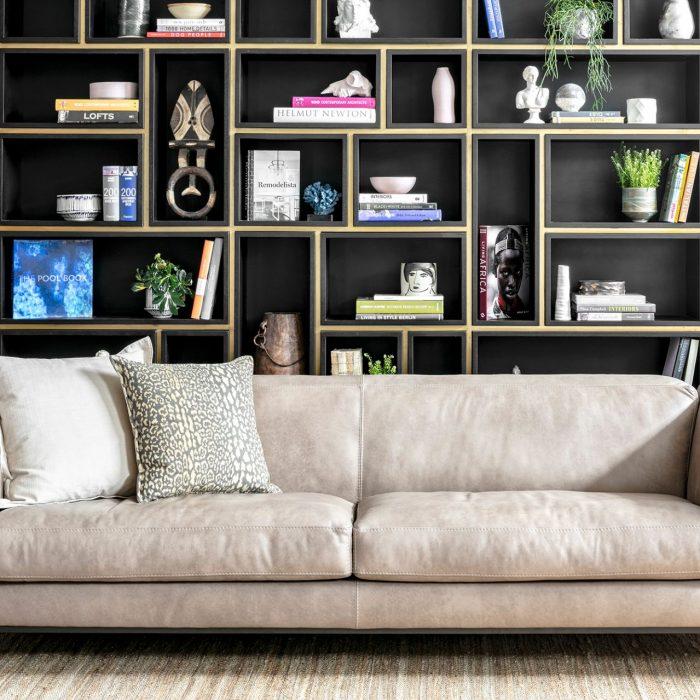 ספה מעוצבת בצבע בז'