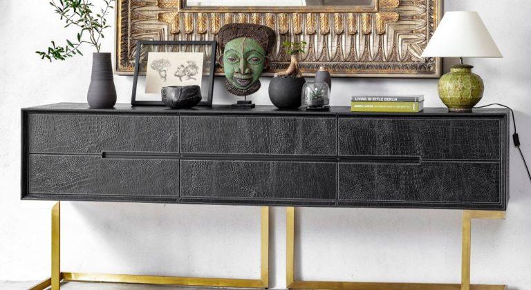 קונסולה מעוצבת במראה עתיק בעבודת יד בצבע שחור