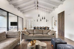 עיצוב הסלון עם ספות מעוצבות אישית