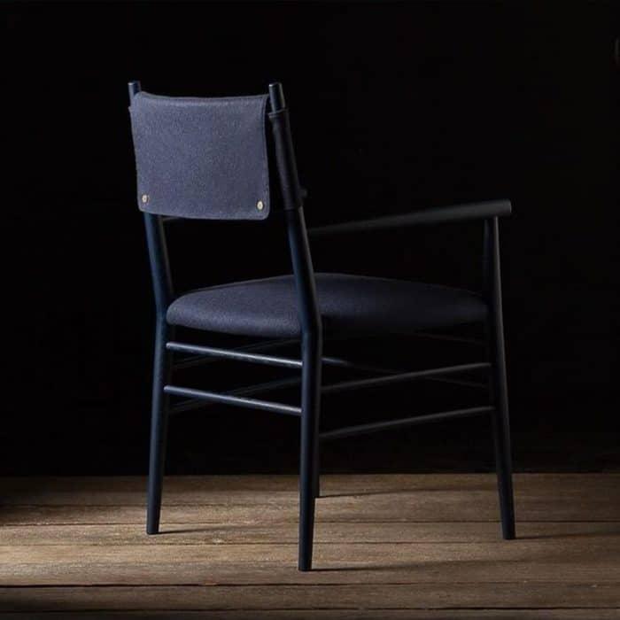 כסא מעוצב עם משענת