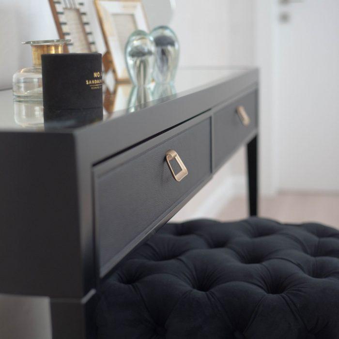 קונסולה יוקרתית מעוצבת אישית לסלון בצבע שחור