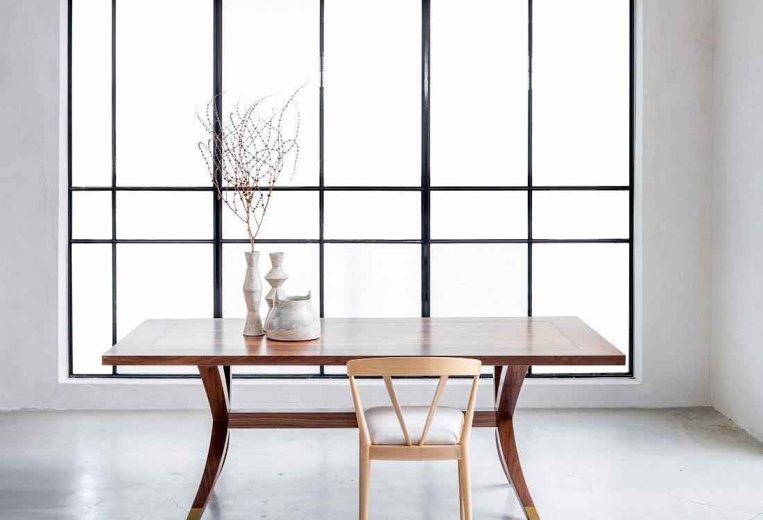 שולחן אוכל יוקרתי מעץ מלא וכיסא יוקרתי מעץ